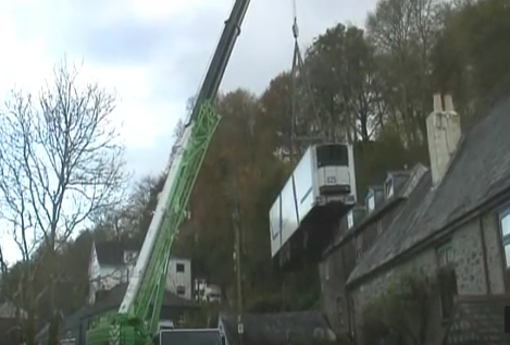 crane                               lifting chip lorry